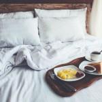 Oferta ze śniadaniem czy bez? Co bardziej się opłaca na wakacjach